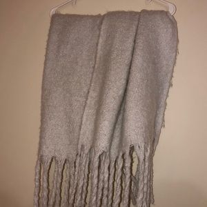 Hollister chunky white Scarf